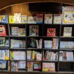 2階に子供向けの絵本があります